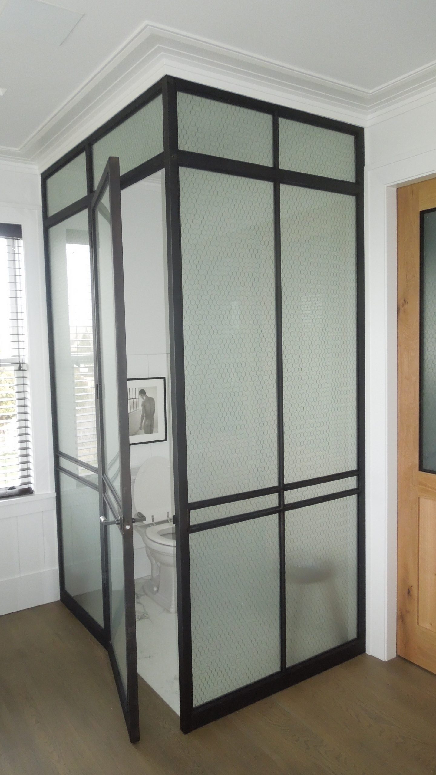 blackened_and_lacquered_stainless_toilet_enclosure
